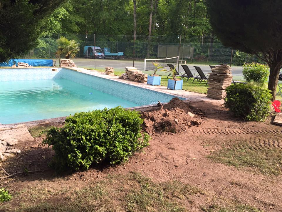 Terrassement assainissement tranch e louviers le neubourg for Piscine louviers