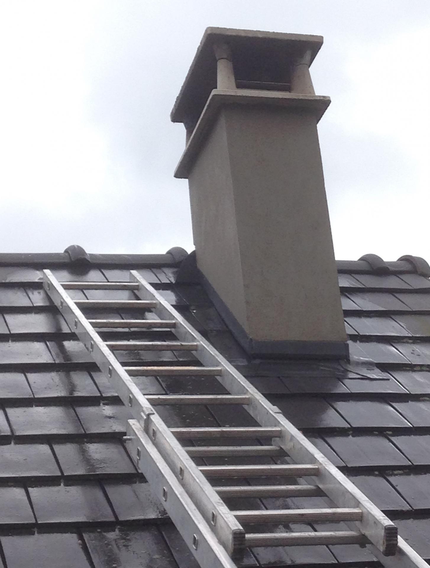 Maçonnerie - Ravalement d'une cheminée en ciment gris
