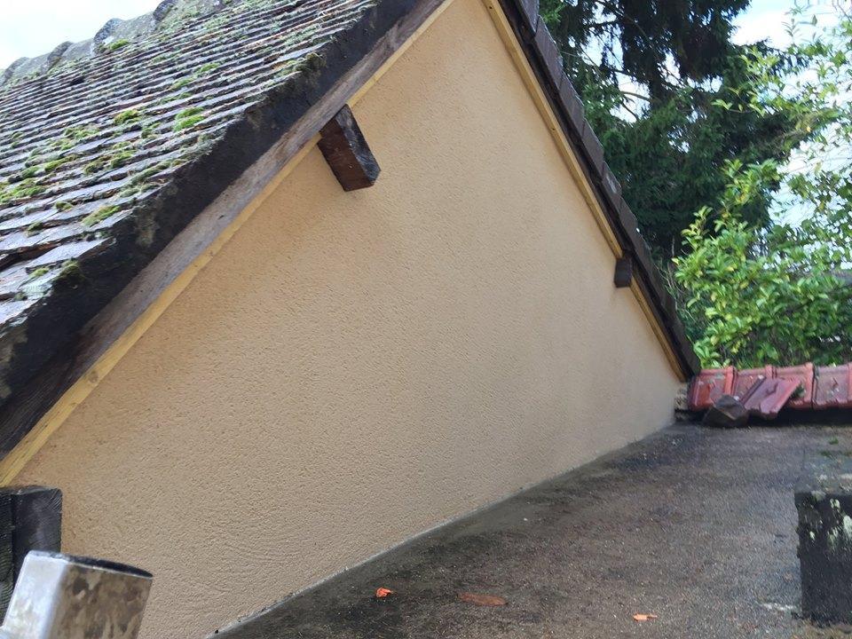 Fermeture d'un pignon et enduit finition gratté à Acquigny près de Louviers