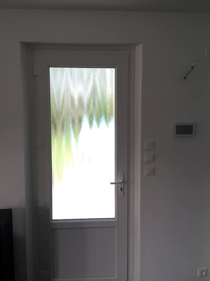 Porte d'entrée en pvc blanc à Ailly