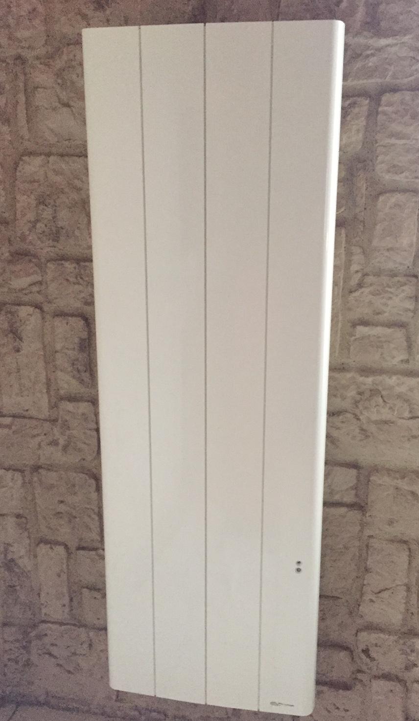 Chauffage électrique à fluide caloporteur vertical