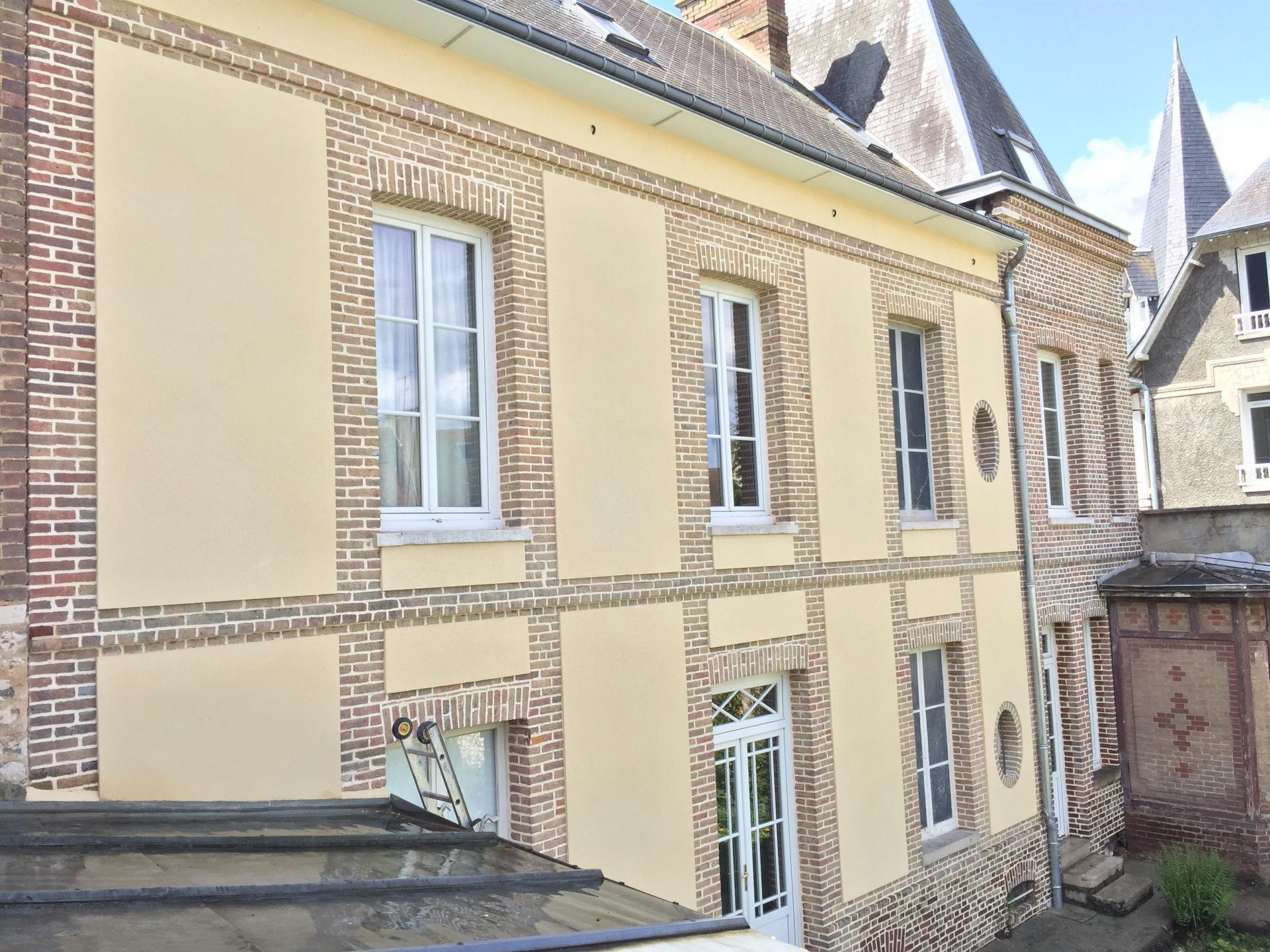 Rénovation de façade en briques et enduit à Louviers
