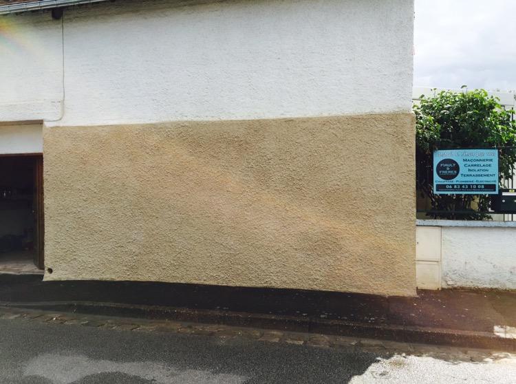 Réparation de mur en ciment blanc finition fouettis Louviers